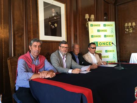 La ONCE y ASNAUGA hacen accesibles a las personas ciegas los clubes náuticos de Galicia.